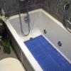 Non-slip bath mat in a bath